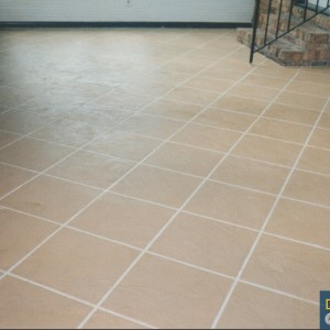 sunroom with tan tile patternW