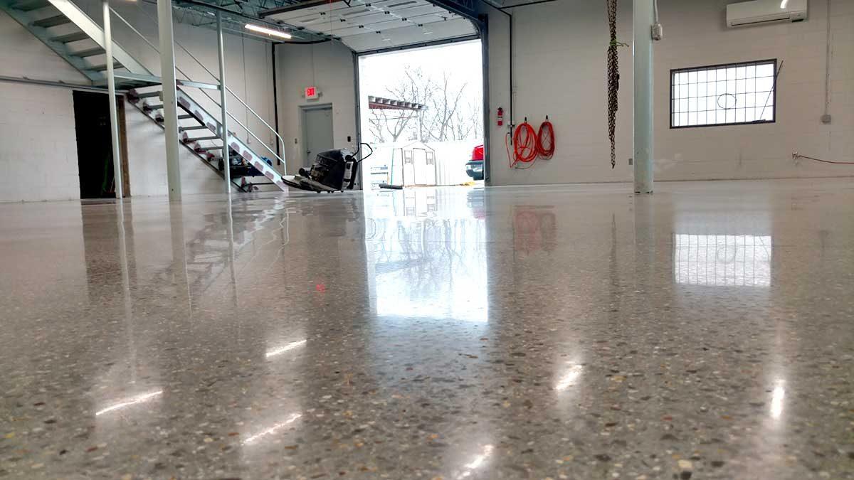 DC polish big garageW